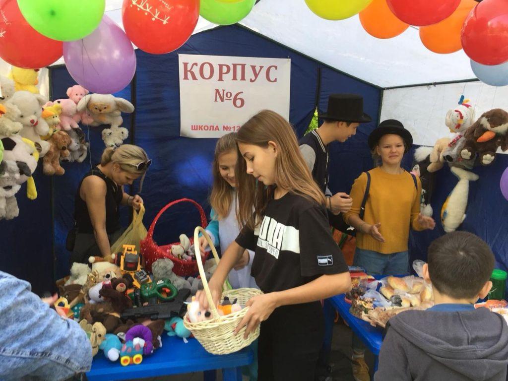 Детская благотворительная ярмарка-123