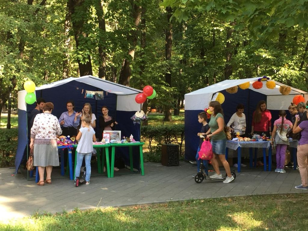 Детская благотворительная ярмарка-138