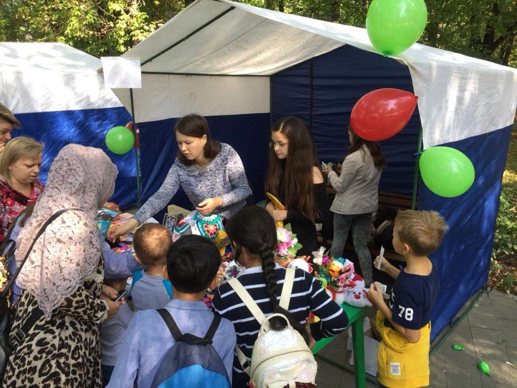 Детская благотворительная ярмарка-143