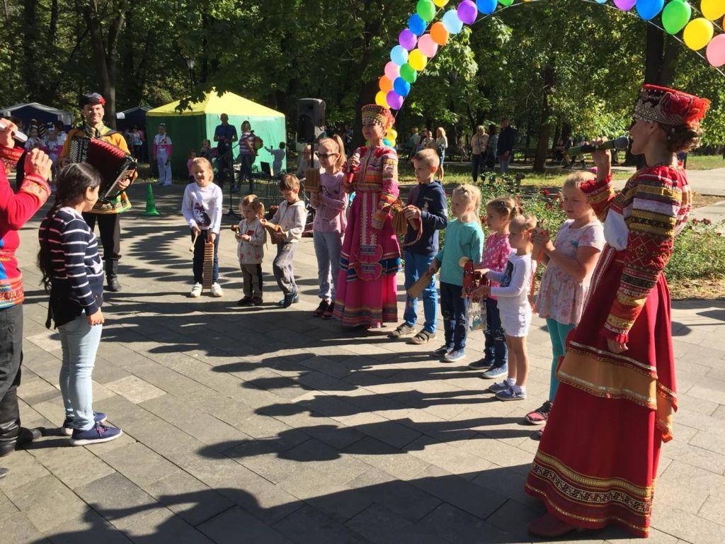 Детская благотворительная ярмарка-146