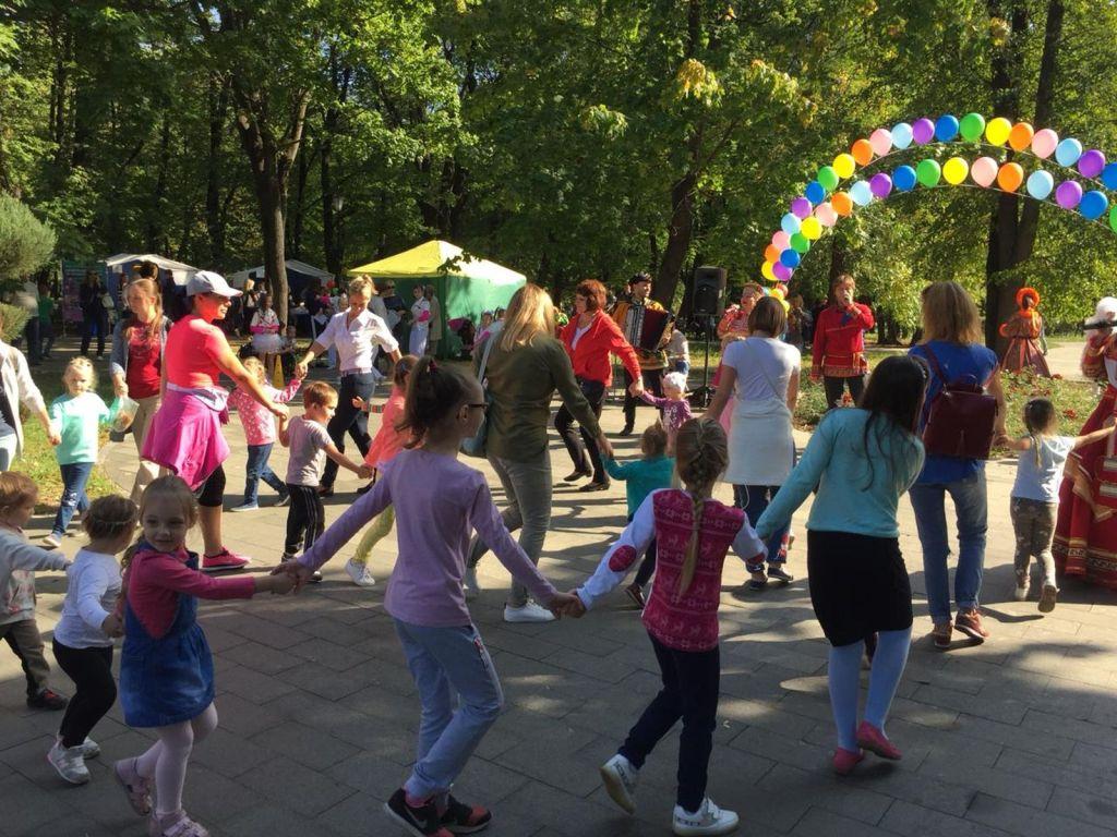 Детская благотворительная ярмарка-159