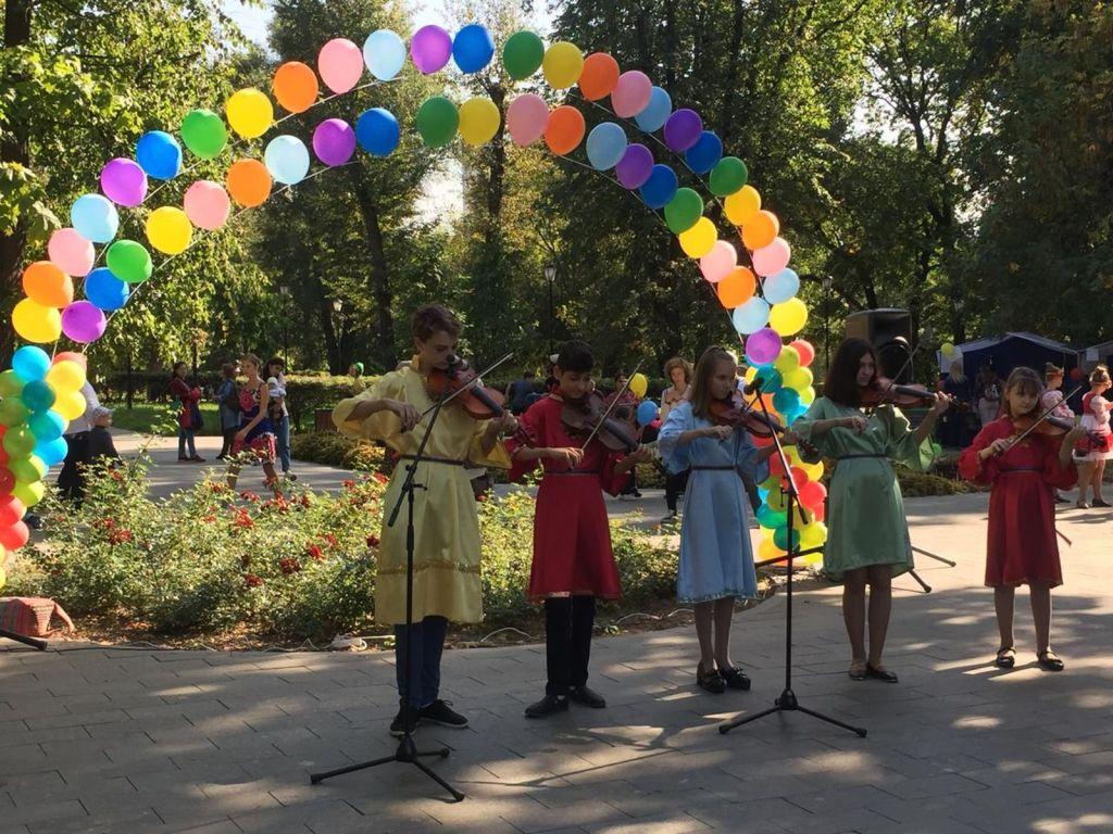 Детская благотворительная ярмарка-197