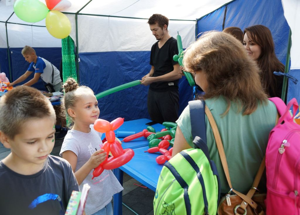 Детская благотворительная ярмарка-33
