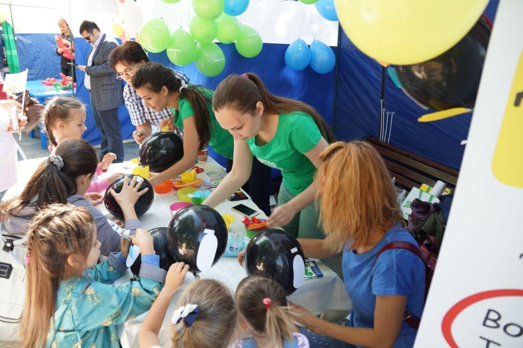 Детская благотворительная ярмарка-57