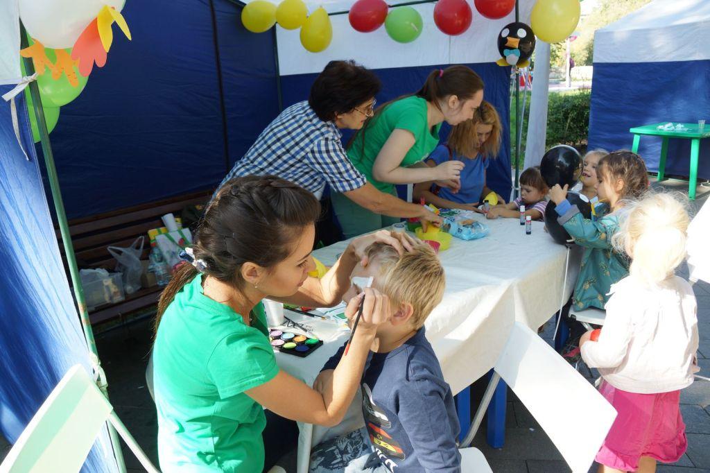 Детская благотворительная ярмарка-58