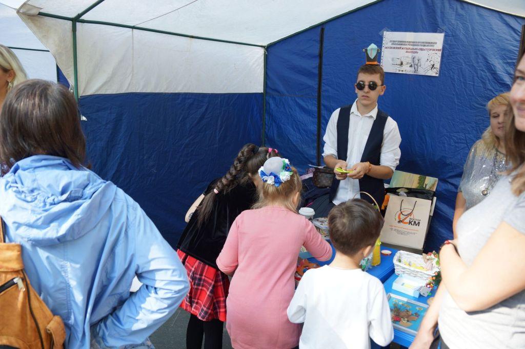 Детская благотворительная ярмарка-82